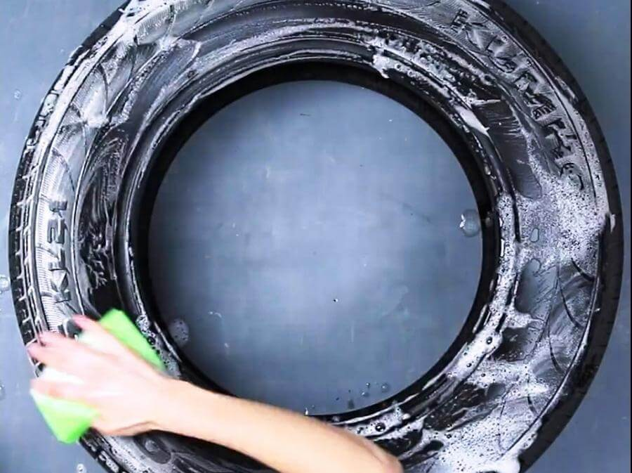 cleaning the tire