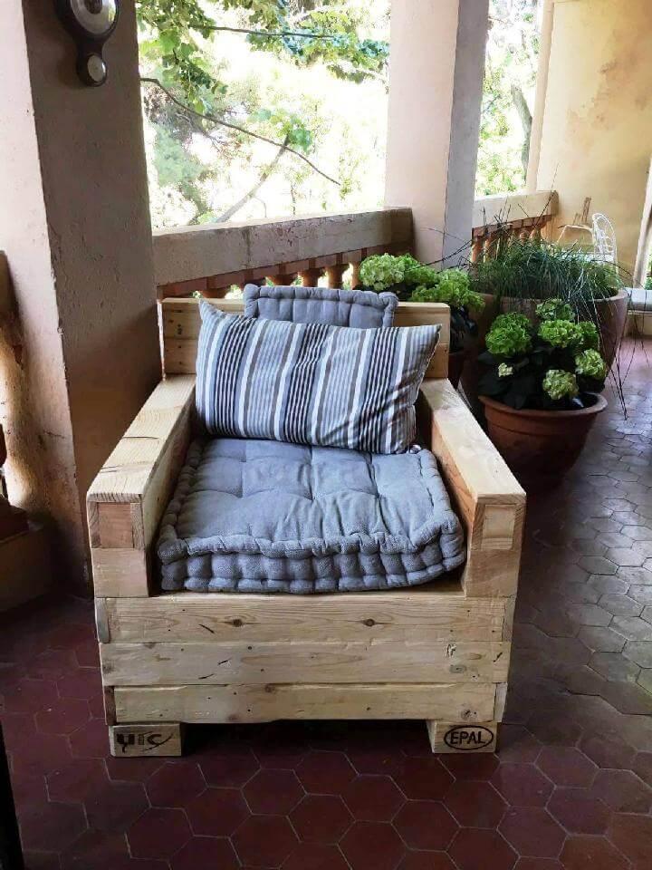Cushioned Pallet Sofa Chair