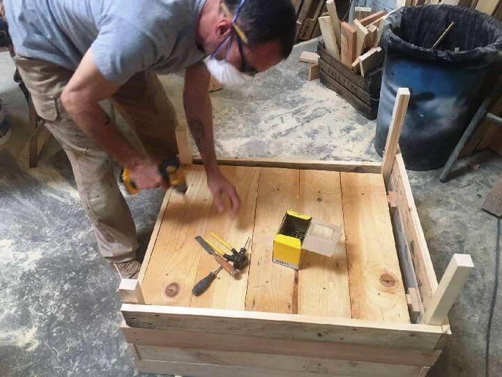 Easy Handcrafted Pallet Sofa Chair Construction