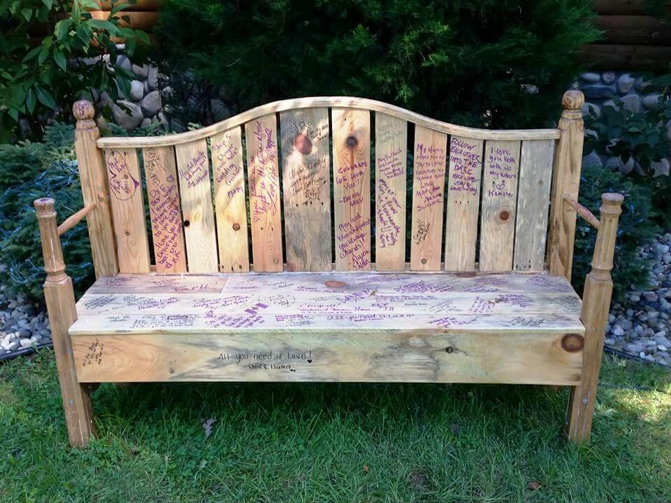 traditional in style pallet bench