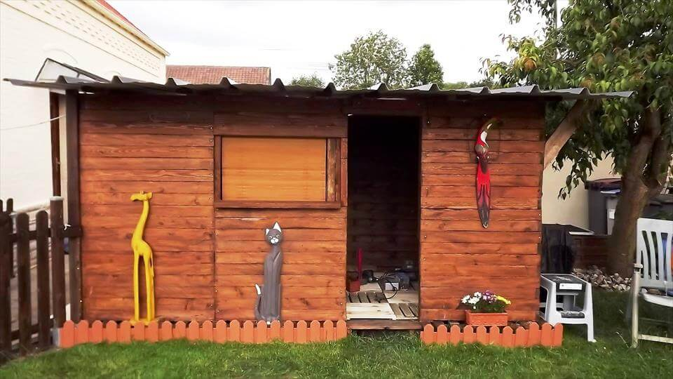 wooden pallet fun out house