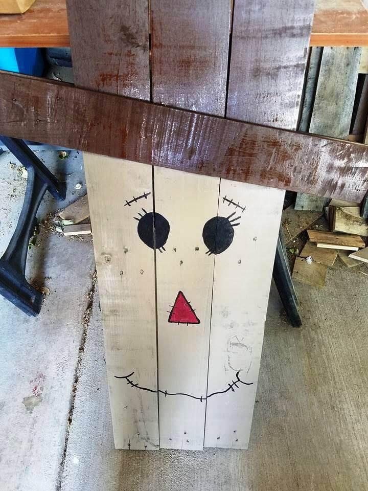 wooden pallet snowman decor