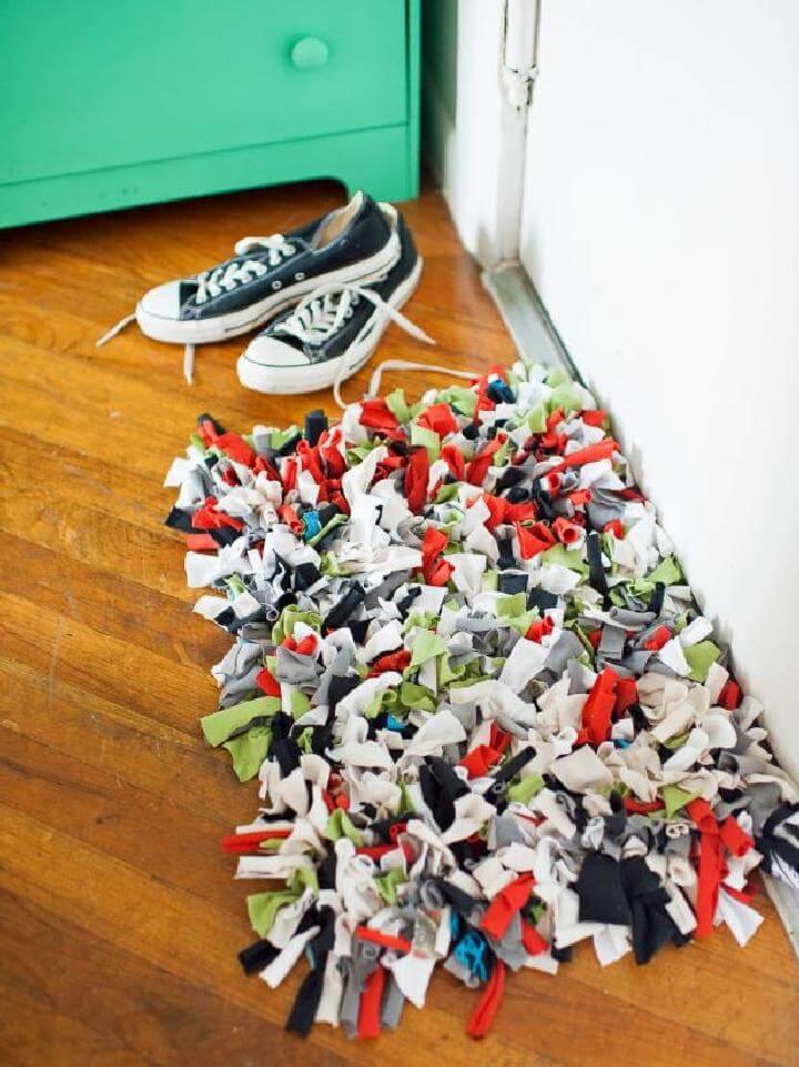 DIY Old T-Shirt Rug